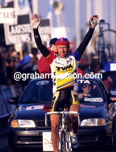 Jelle Nijdam wins the 1996 Dwaars Door Vlaanderen