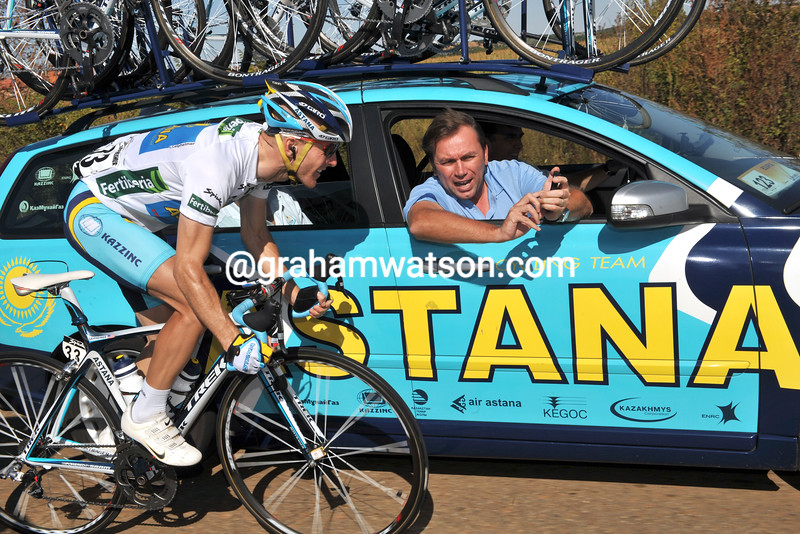 LEVI LEIPHEIMER GETS ADVICE FROM JOHAN BRUYNEEL ON STAGE SIXTEEN OF THE 2008 TOUR OF SPAIN