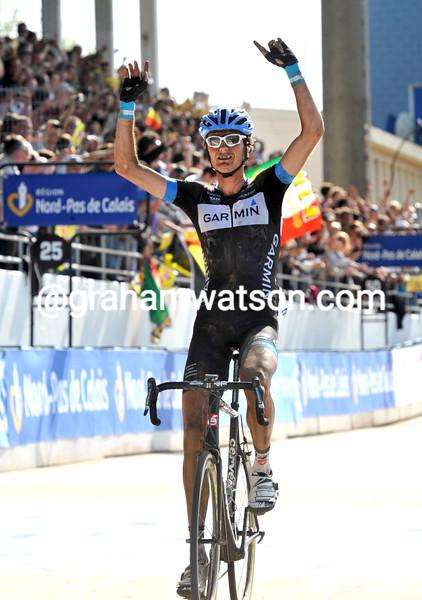 JOHAN VAN SUMMEREN WINS THE 2011 PARIS-ROUBAIX
