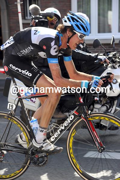 JOHAN VAN SUMMEREN RACES TO VICTORY IN THE 2011 PARIS-ROUBAIX