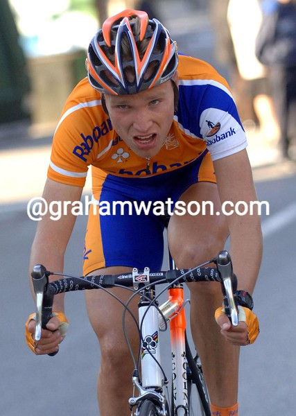 Joost Posthuma soloes to victory on stage 6 of the 2005 Paris-Nice