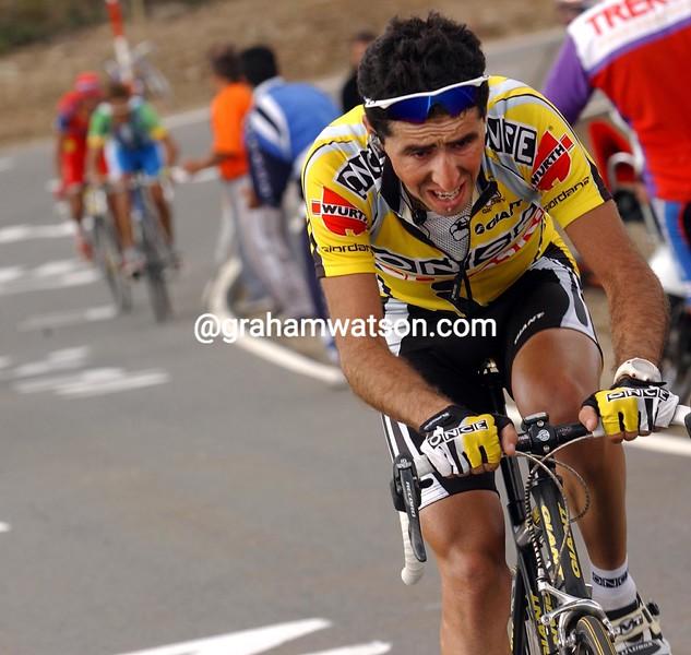 Joseba Beloki races to La Covartilla in the 2002 Vuelta a España