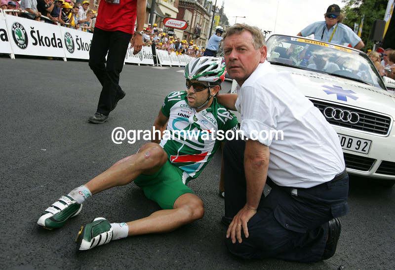 JULIAN DEAN LIES INJIRED ON THE GROUND AFTER A CRASH AT THE END OF STAGE SIX OF THE 2001 TOUR DE FRANCE