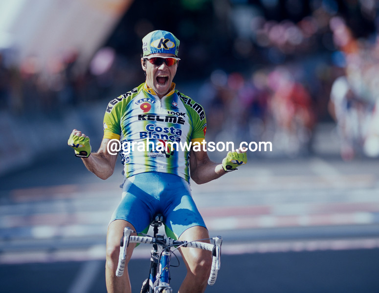 Aitor Gonzalez wins a stage of the 2002 Giro d'Italia