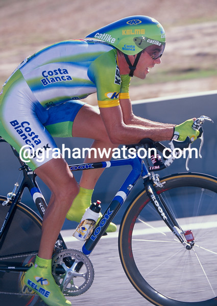 Aitor Gonzalez races to victory in the 2002 Tour of Spain