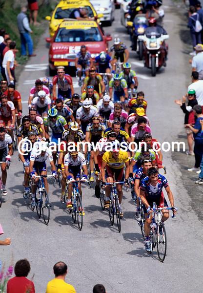 Kevin Livingston leads the U.S.Postal team in the 1999 Tour de France