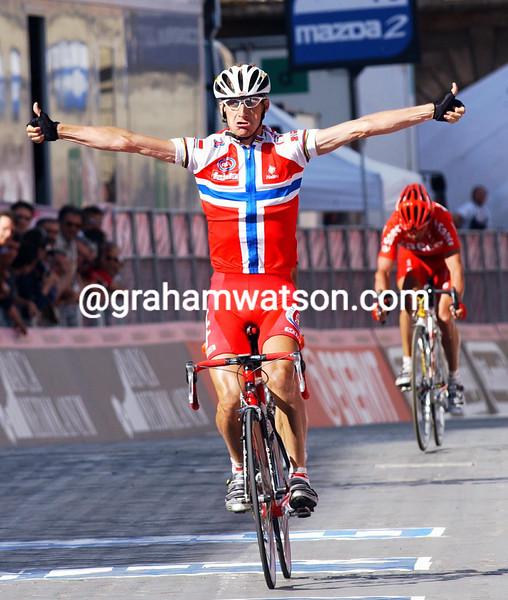 Kurt-Asle Arvesen wins stage ten of the 2004 Giro d'Italia