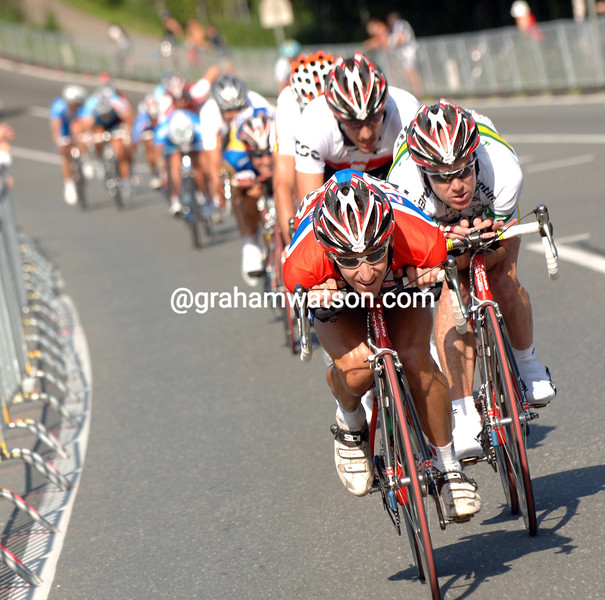 KURT-ASLE ARVESEN MAKES AN ESCAPE WITH STUART O'GRADY IN THE 2006 WORLD ROAD CHAMPIONSHIP