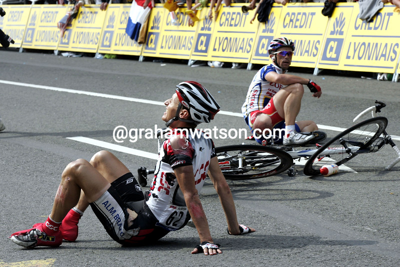Kurt-Asle Arvesen has crashed on stage two of the 2004 Tour de France