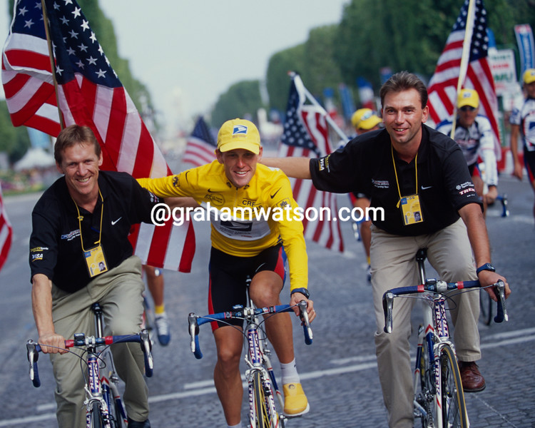 Lance Armstrong with Johan Bruyneel and Dirk DeMol in the 2001 Tour de France