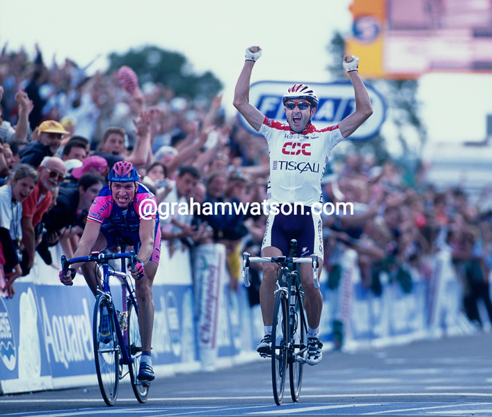 Laurent Jalabert  wins a stage in the 2001 Tour de France