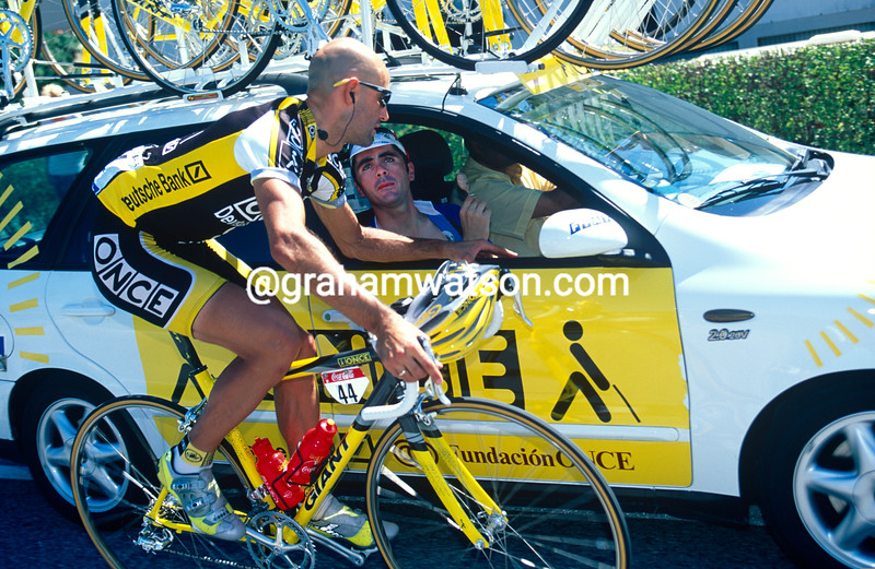 Laurent Jalabert talks to teamate Diaz-Zabala after abandoning the 1998 Tour de France