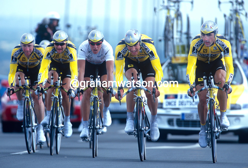 Laurent Jalabert leads ONCE in the 2000 Tour de France TTT