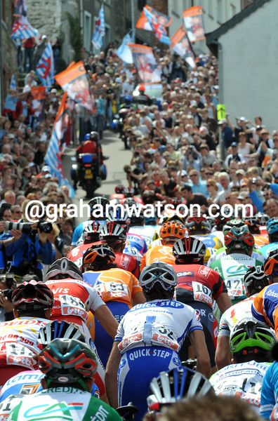 THE PELOTON CLIMBS THE COTE DE SAINT-ROCHE IN THE 2008 LIEGE-BASTOGNE-LIEGE