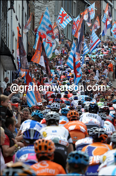 CYCLISTS CLIMB THE COTE DE SAINT ROCH IN THE 2010 LIEGE-BASTOGNE-LIEGE