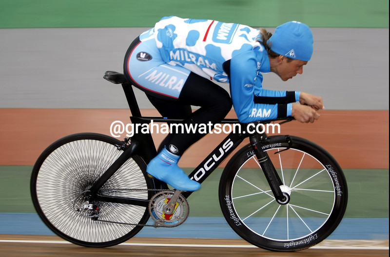 Linus Gerdemann trains for the one hour record