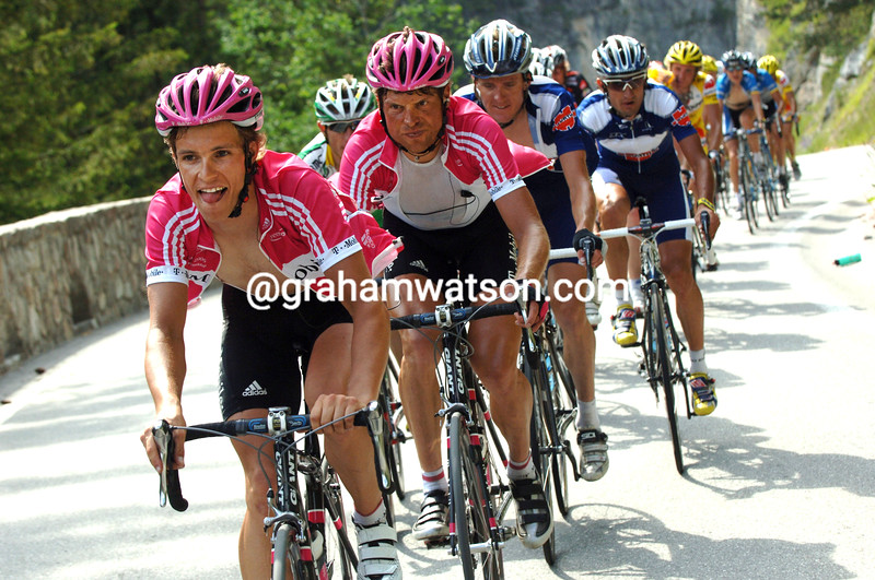 LUNIS GERDEMANN LEADS ON THE ALBULA PASS DURING THE 2006 TOUR OF SWITZERLAND