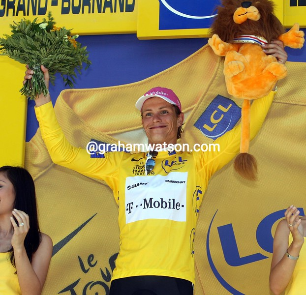 LINUS GERDEMANN WINS THE YELLOW JERSEY AFTER STAGE SEVEN OF THE 2007 TOUR DE FRANCE