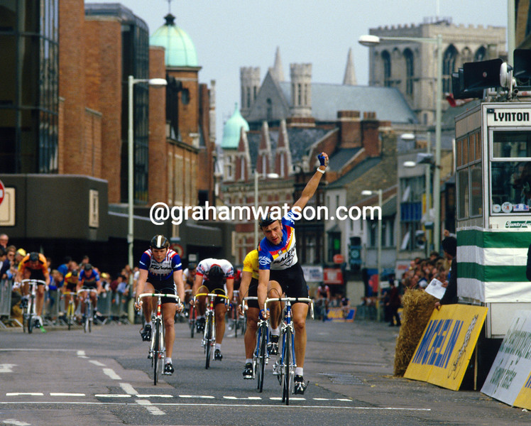 Malcolm Elliott wins a criterium in the Michelin series in 1984