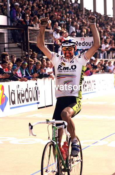 Marc Madiot wins the 1991 Paris-Roubaix