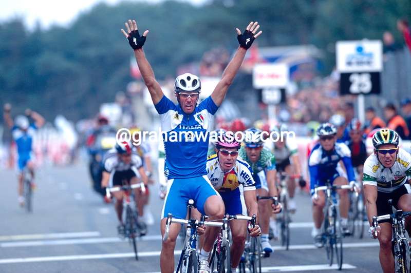 Mario Cipollini wins the 2002 World Road Race Championship