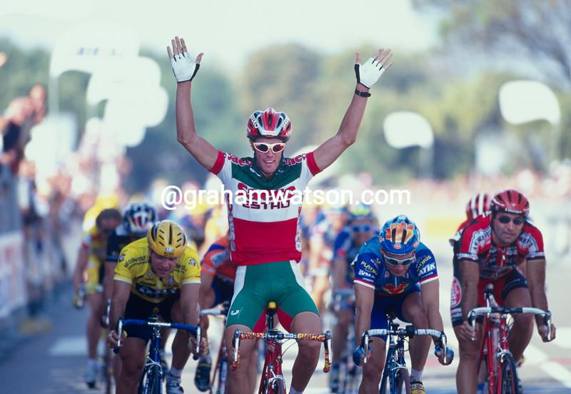 Mario Cipollini wins a stage in the 1999 Giro d'Italia