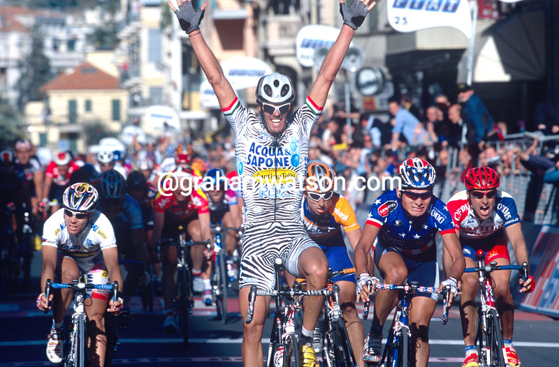Mario Cipollini wins the 2002 Milan-San Remo