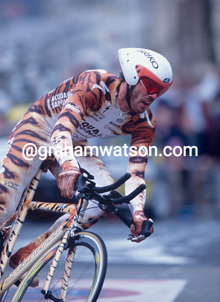 Mario Cipollini in the Prologue TT of the 2002 Giro d'Italia