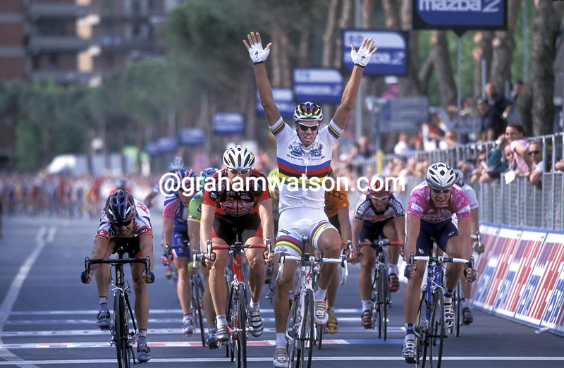 Mario Cipollini wins his 43rd Giro stage in 2003