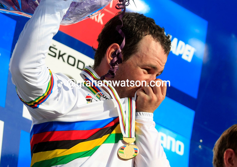 MARK CAVENDISH WINS THE 2011 WORLD ROAD CHAMPIONSHIP