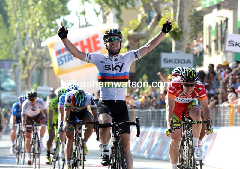 Mark Cavendish wins stage five of the 2012 Giro d'Italia