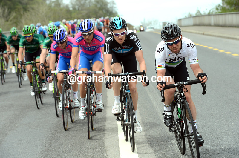 Mark Cavendish chases for Team Sky on stage four of the 2012 Tour de Romandie
