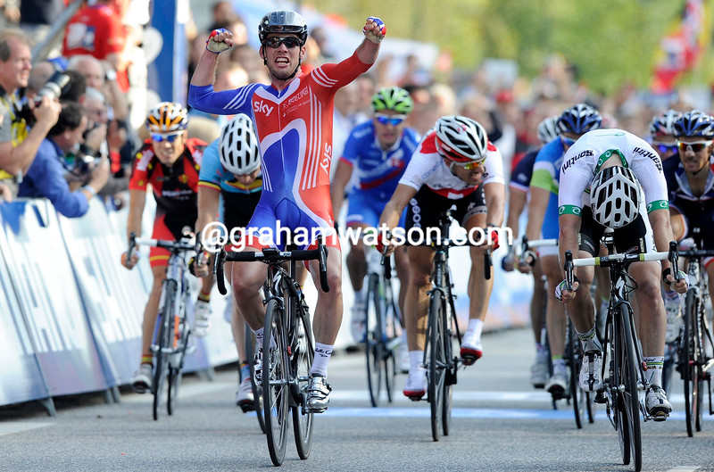 MARK CAVENDISH WINS THE MENS ROAD RACE