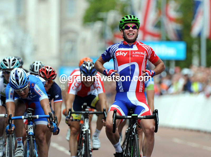 MARK CAVENDISH WINS THE 2012 LONDON & SURREY CYCLE CLASSIC