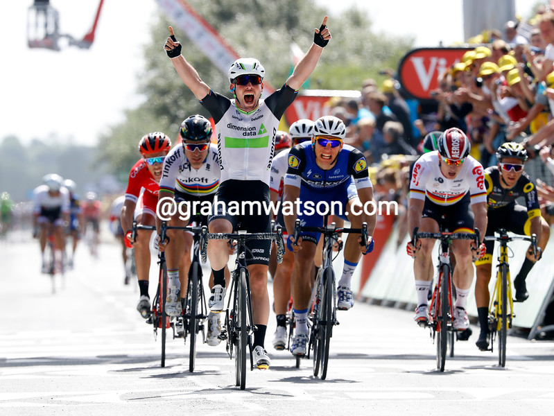 Mark Cavendish wins stage 1 of the 2016 Tour de France