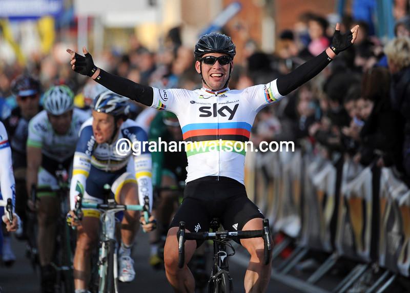 Mark Cavendish wins the 2012 Kuurne-Brussels-Kuurne