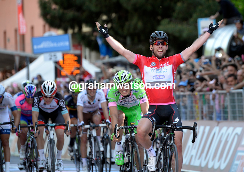 Mark Cavendish wins stage twenty one at the 2013 Giro d'Italia