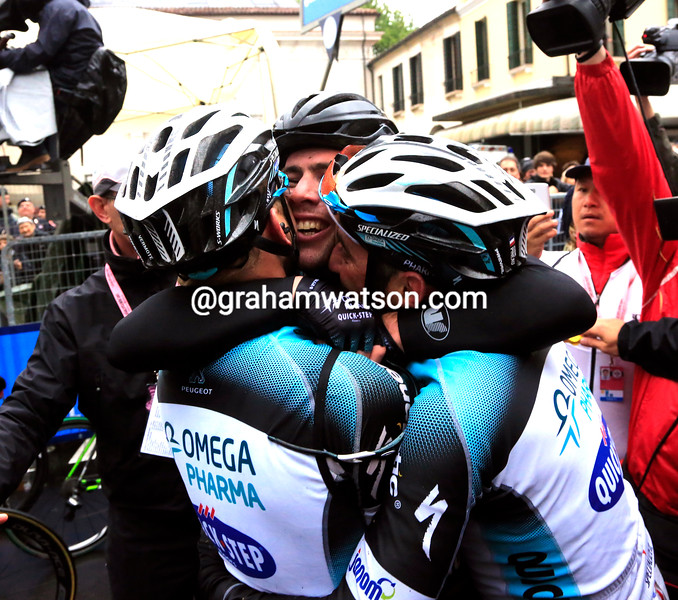 Mark Cavendish wins stage twelve at the 2013 Giro d'Italia