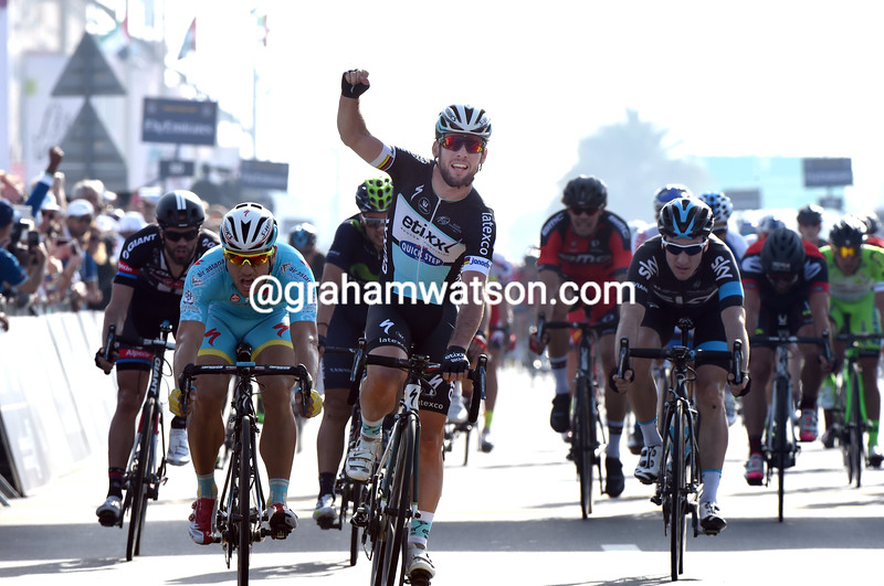 Mark Cavendish wins stage one of the 2015 Dubai Tour