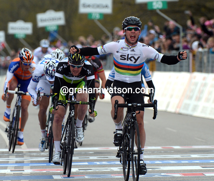 Mark Cavendish wins stage two of the 2012 Giro d'Italia