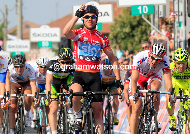 Mark Cavendish wins stage thirteen of the 2012 Giro d'Italia