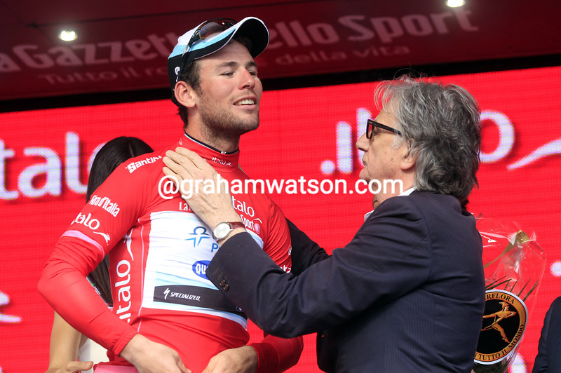 Mark Cavendish with Paul Smith on stage seventeen at the 2013 Giro d'Italia