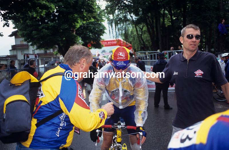 Matt Stephens with Sean Yates in the 2000 Giro d'Italia