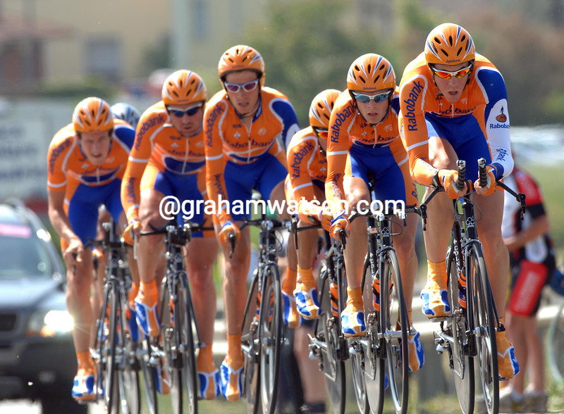MATTHEW HAYMAN LEADS THE RABOBANK TEAM TOWARDS 14TH-PLACE ON STAGE FIVE OF THE GIRO D'ITALIA IN CREMONA