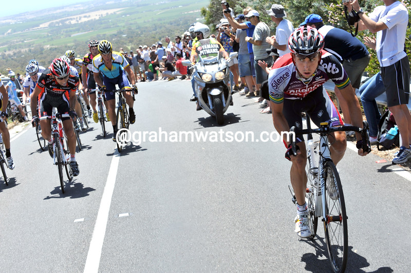 MATTHEW LLOYD MAKES AN ATTACK IN THE 2009 TOUR DOWN UNDER