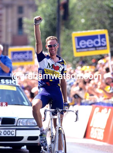 Max Sciandri wins the 1995 Leeds Classic