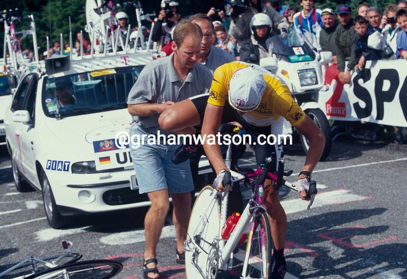 Jan Ullrich gets mechanical help in the 1997 Tour de FRance