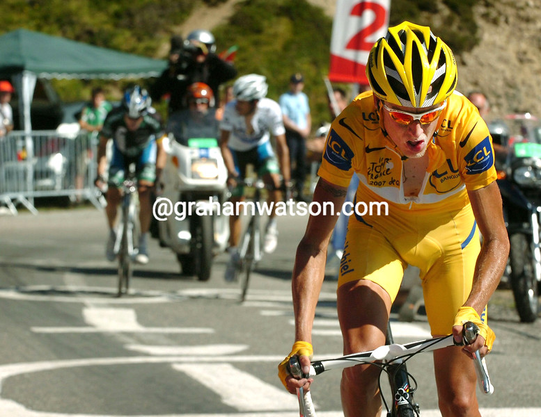 MICHAEL RASMUSSEN ATTACKS CONTADOR AND LEIPHEIMER ON STAGE SIXTEEN OF THE 2007 TOUR DE FRANCE