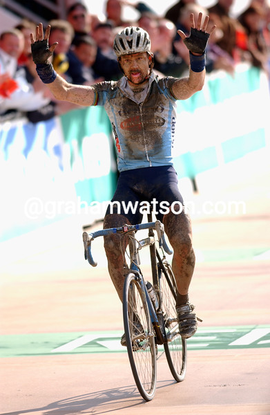 Johan Museeuw wins the 2002 Paris-Roubaix