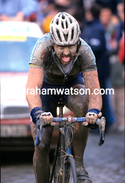 JOHAN MUSEEUW ON HIS WAY TO WINNING THE 2002 PARIS-ROUBAIX